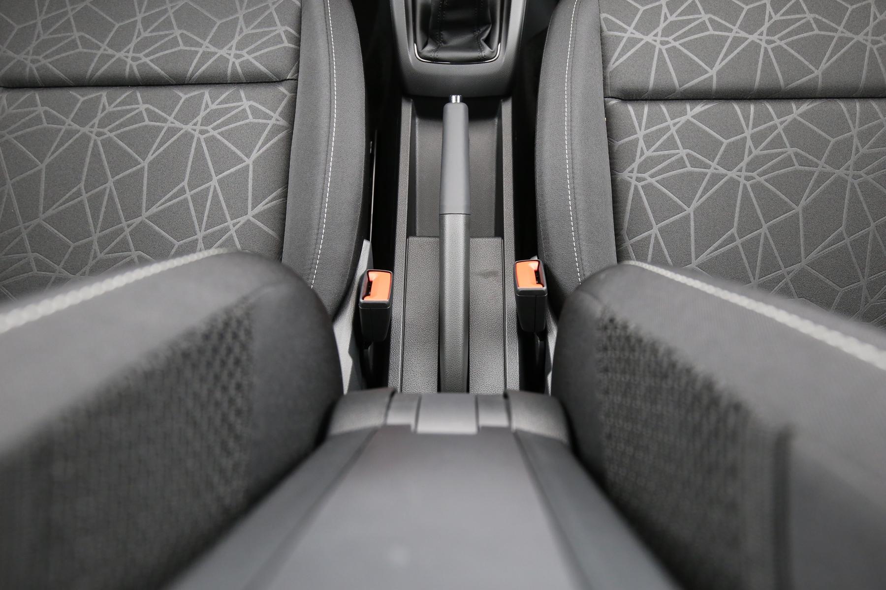Skoda Fabia Clever 1.0 MPI Licht+Design Camelot | Autos kauft man ...